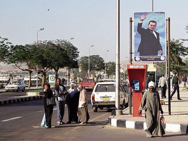 Do czasu rewolucji prezydent Mubarak był niemal wszędzie