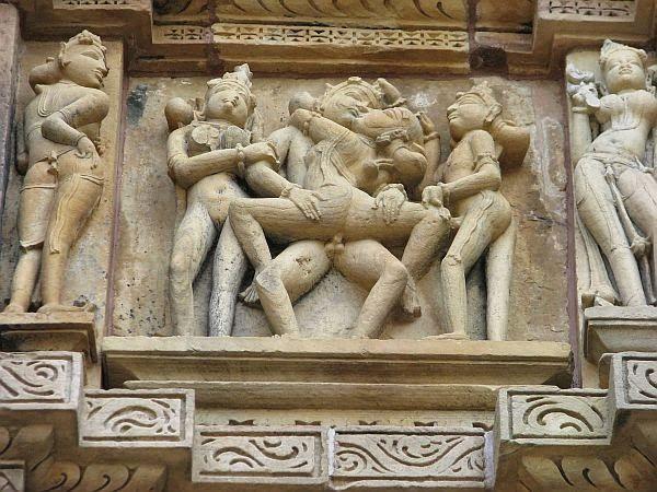 Detal ze ściany świątyni w Kadźuraho