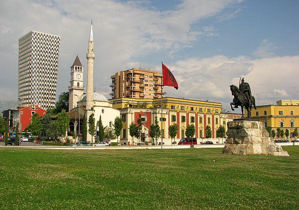 Plac Skanderbega, centrum tirany
