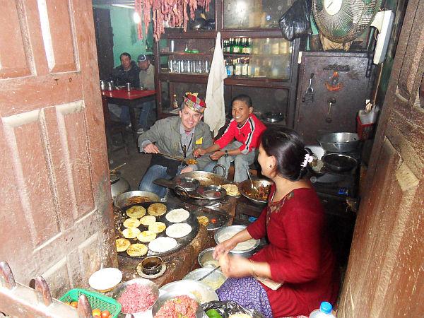 Autor w nepalskiej kuchni