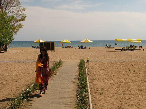 Plaża nad jeziorem Issyk-kul