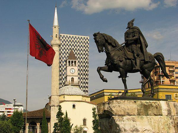 Tirana. Plac Skandenberga