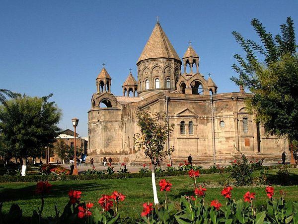 Katedra w Eczmiadzynie. Tu zaplanowano główne uroczystości religijne