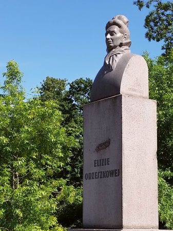 Pomnik Elizy Orzeszkowej