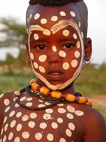 Południowa Etiopia. Dziecko z plemienia Hamer