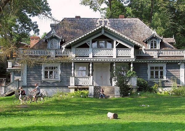 Najstarszy budynek w Białowieży, dawny dworek myśliwski (1845 r.)