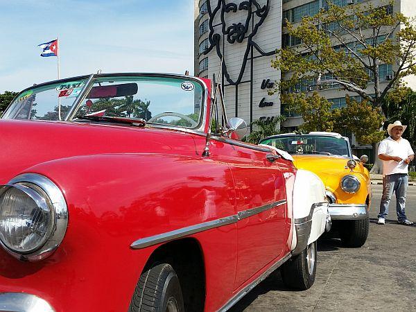 Stare samochody są takim samym wizerunkiem kraju jak cygara i rum