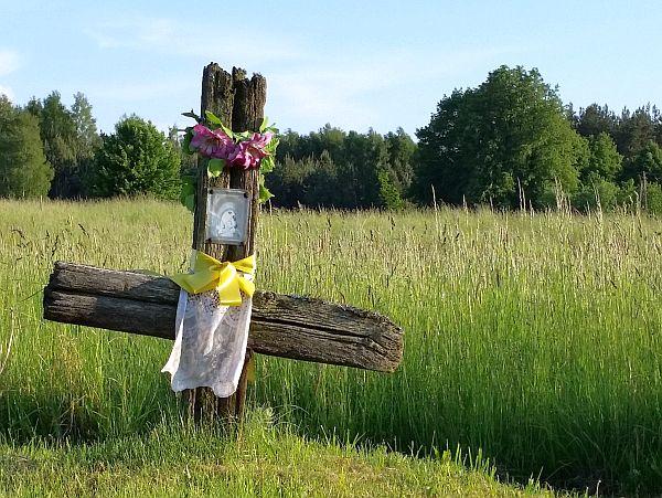 Krzyż wotywny na granicy wsi Soce